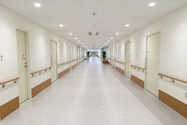 病院の廊下の画像