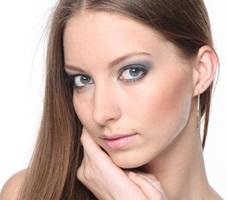 女性瞳アイキャッチ画像飛蚊症