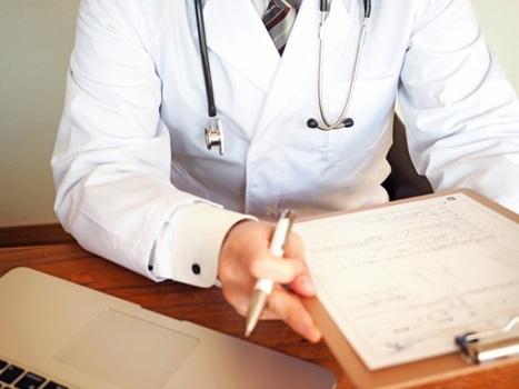 フェリチン検査した医師の画像