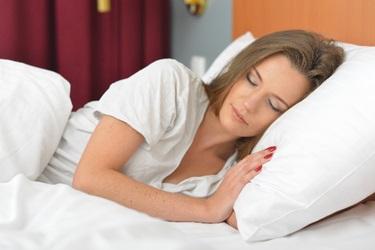 質の高い睡眠を取る女性