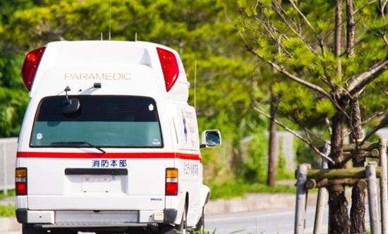 救急車の走ってる画像