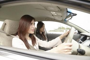 車でドライブの画像