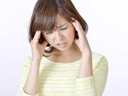 頭痛に悩む女性A