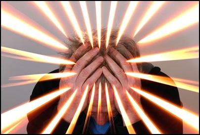 電磁波過敏症で頭痛の男性