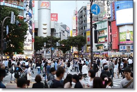 日本の人混みの風景
