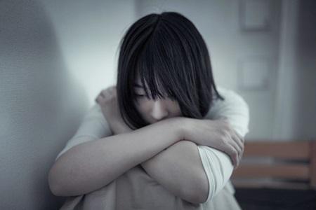 抗うつ剤SSRIの副作用で自殺願望が強まった女性