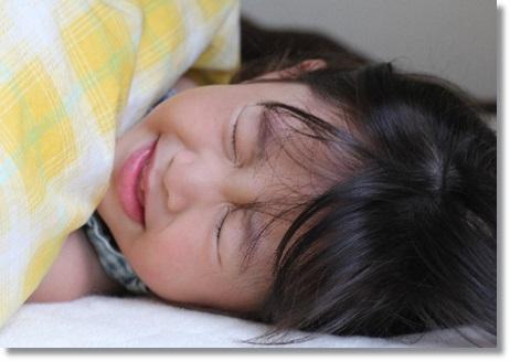 インフルエンザで寝込む女の子