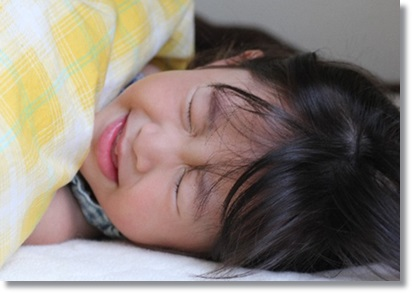 熱を出して寝込む女の子A
