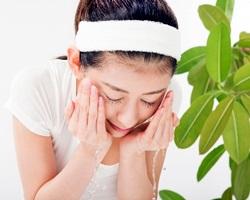 洗顔女性の画像