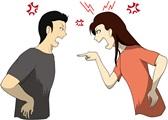 イライラして口論する女性