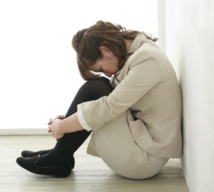 pmsで落ち込むADHDの女性