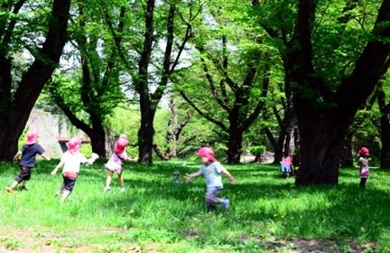 子供たちの集団遊び