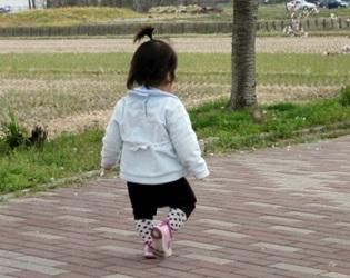 1歳の女の子の画像
