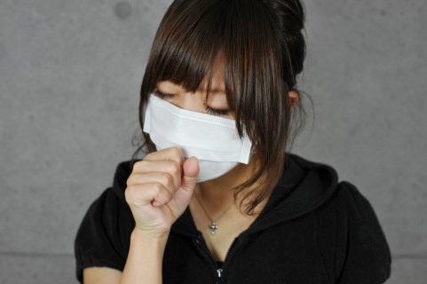 咳が止まらない女性Bの画像