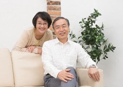 中高年の夫婦の画像