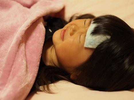 高熱で寝込む子供