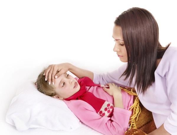 子供の咳が夜止まらないので心配するママ