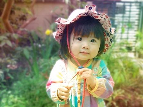 帽子をかぶった幼い子供の画像